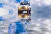 Auto en el río — Foto de Stock