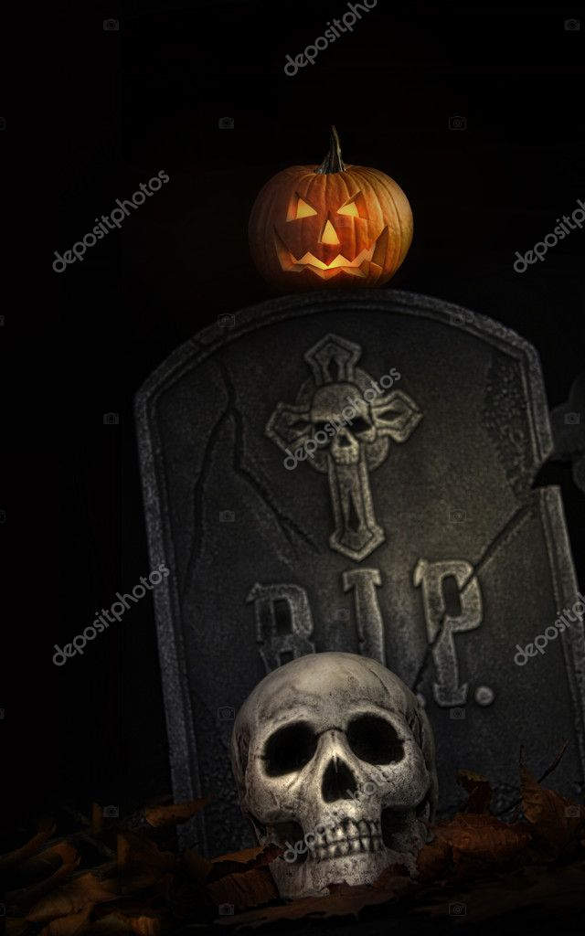 Spooky tombstone with skull and pumpkin on black background — Stock Photo #4039390