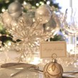 Elegant holiday dinner table with focus on place card - 图库照片