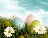 Decoración de huevos de pascua en la hierba con las margaritas — Foto de Stock