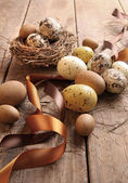 Brown and yellow eggs with ribbons for easter — Stock Photo