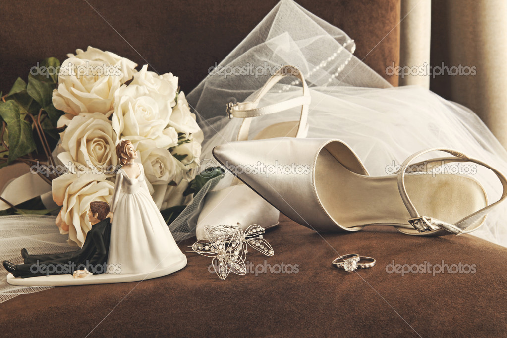 Bouquet of white roses, rings and satin wedding shoes on chair — Stock Photo #5345609