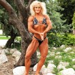 Bodybuilding woman on location. — Stock Photo