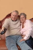 Seniors watching TV. — Stock Photo