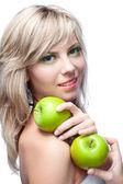 Jong meisje met appels — Stockfoto