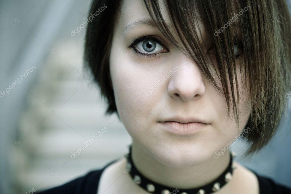 depositphotos 3929201 Gothic girl Nuisette en dentelle blanche transparente, douce et légère.