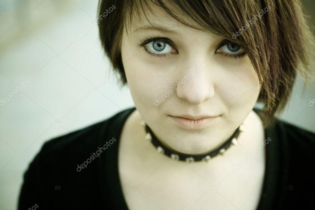 depositphotos 4069613 Gothic girl Nuisette en dentelle blanche transparente, douce et légère.