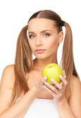 Jonge mooie vrouw met groene apple — Stockfoto