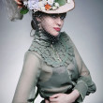 Fashionable beauty posing — Stock Photo