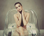 Beautiful brunette relaxing in bath — Stok fotoğraf