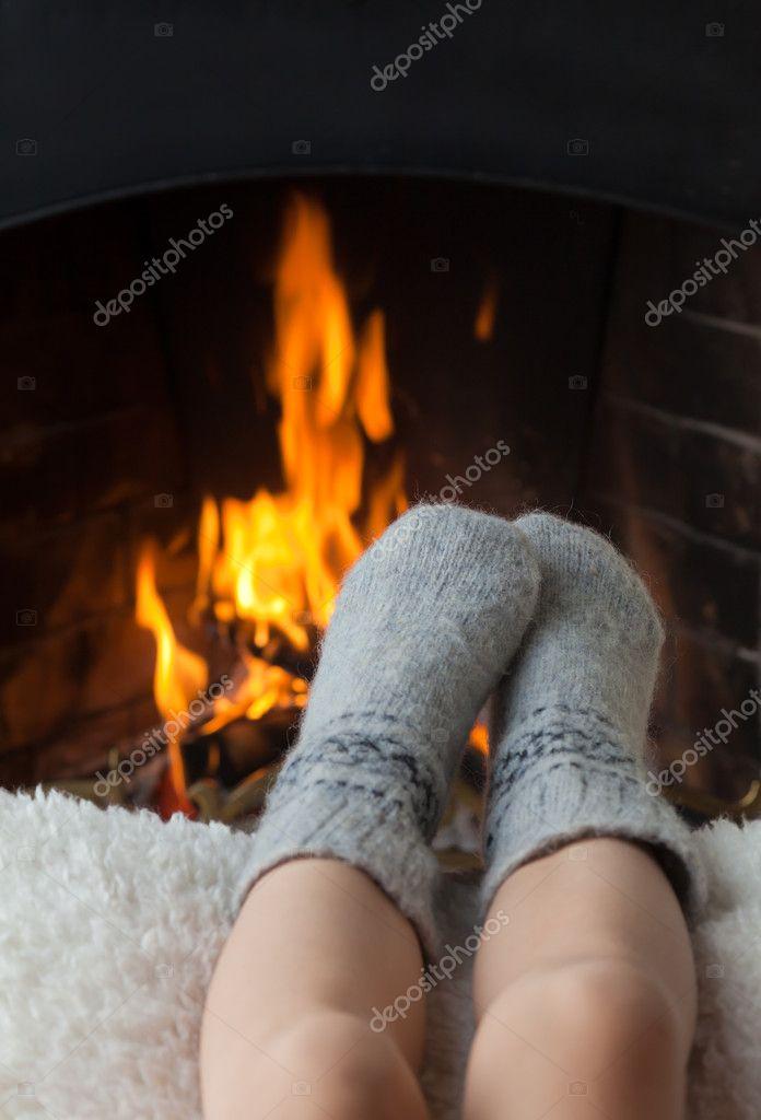 http://static5.depositphotos.com/1018414/449/i/950/depositphotos_4495235-Childrens-feet-are-heated-in-the-fireplace.jpg