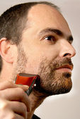 Man shaving facial hair — Stok fotoğraf