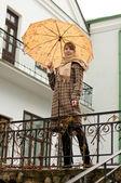 一把伞的女人 — 图库照片