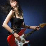 garota dançando com uma guitarra — Foto Stock