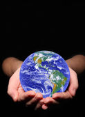 Terra in mani della donna — Foto Stock