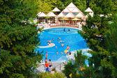Piscina y cascada hotel — Foto de Stock