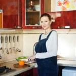 Pregnant woman cutting oranges — Stock Photo #5037527