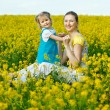 Mother with baby on field — Foto Stock