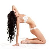 Femme vêtue de lingerie blanche — Photo
