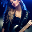 Blonde woman portrait with guitar - Foto Stock