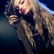Blonde woman portrait with guitar — Stock fotografie
