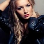 Женский портрет крупным планом, рок стиль — Стоковое фото