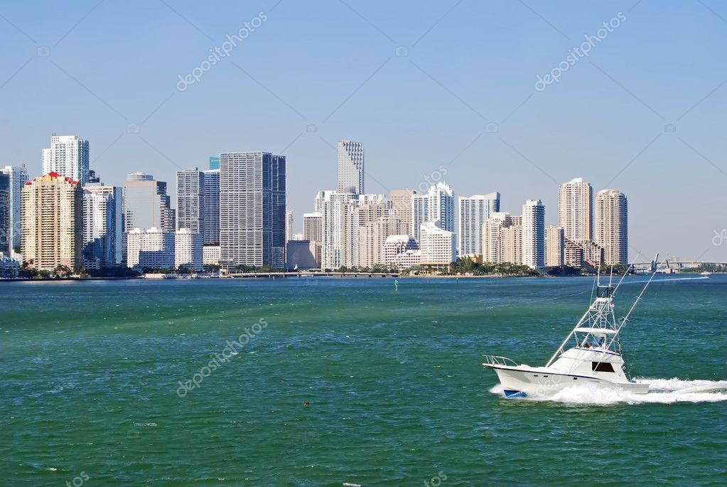 Download - Sport Fishing Boat on Biscayne Bay — Stock Image #4294540