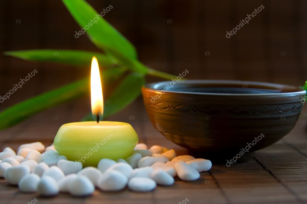 Composition with white zen stones, burning candle, bamboo leaves and clay bowl with tea symbolizing harmony, calmness and relaxation — Foto Stock #4032947