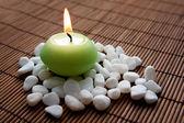 медитация с горящей свечой — Стоковое фото