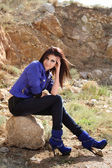 Leende dam i glamour kläder — Stockfoto