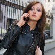 Beautiful young woman talking on mobile phone — ストック写真