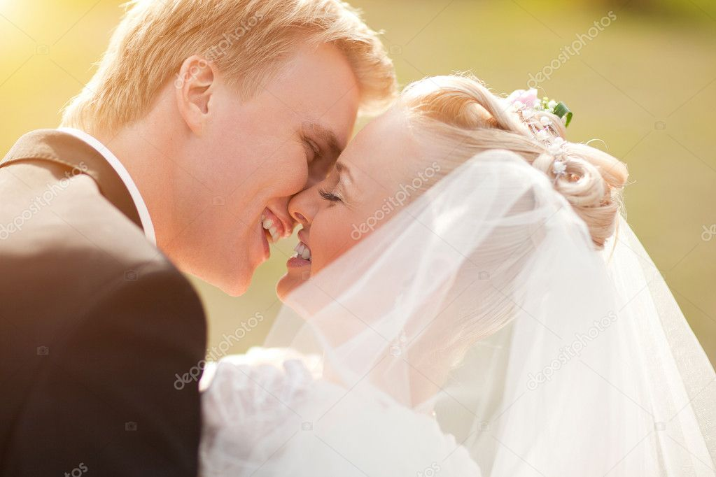 Just married couple looking to each other and smiling — Stock Photo #4735987