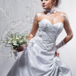 Beautiful bride holding wedding bouquet — Stock Photo #4660261