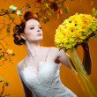 Beautiful redhead bride with a bouquet of flowers — Foto Stock