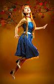 Romantiska ung rödhårig kvinna — Stockfoto