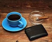 咖啡、 雪茄和钱包 — 图库照片