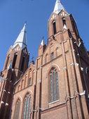 Oud-katholieke kerk toren met metalen kruizen — Stockfoto