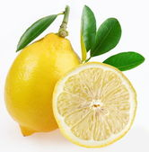 Ripe lemon with slices and leaves on a white background. — Foto de Stock