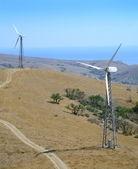 Paisaje con las turbinas de viento — Foto de Stock
