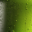 Foto Stock: Texture water drops on the bottle of beer.