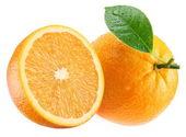 Naranja madura y su mitad con hoja. — Foto de Stock