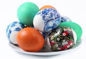Multi-colored eggs on a plate. Easter holiday — Stock Photo