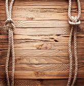 Afbeelding van oude textuur van houten planken met schip touw. — Stockfoto
