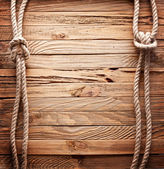 Bild av gamla konsistens av träskivor med fartyget rep. — Stockfoto