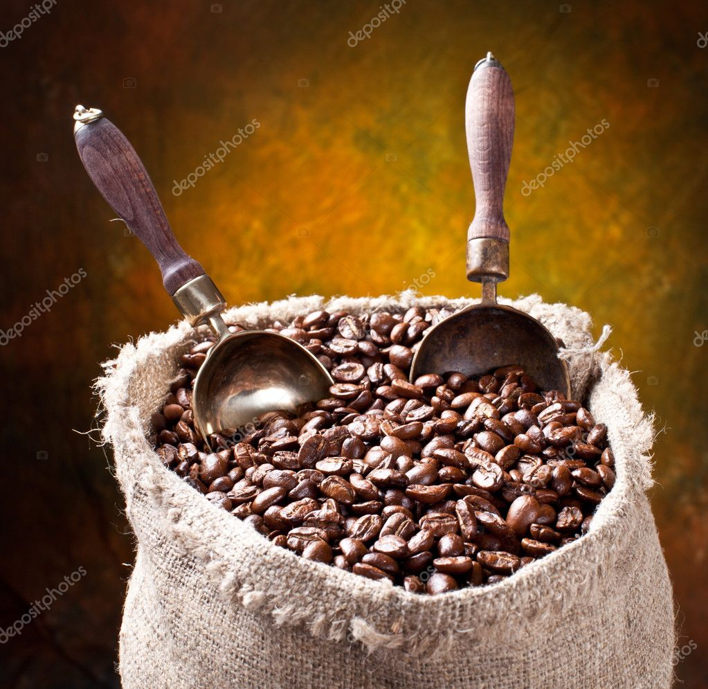 Sack of coffee beans and scoop. On a dark background. — Stock Photo #5004304
