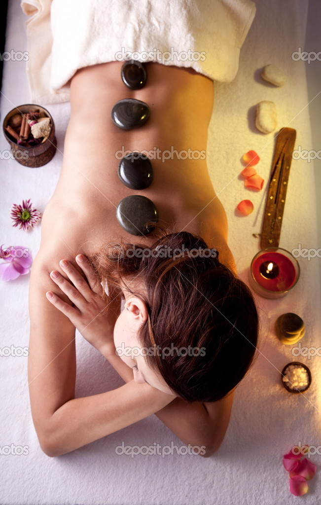 Young woman getting spa procedures. — Lizenzfreies Foto #5006321