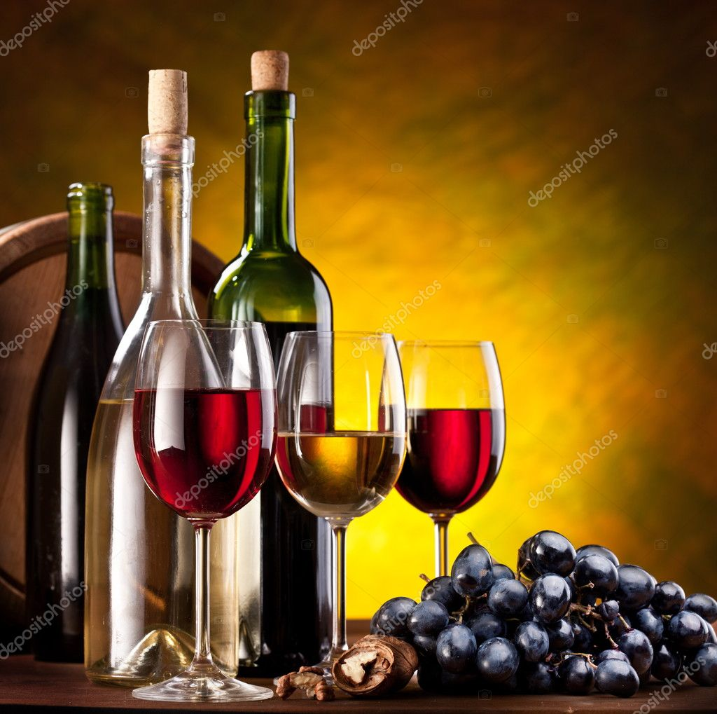 Still life with wine bottles and glasses — Stock Photo #5009806