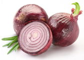 Bulbs of red onion with green leaves — Stock Photo
