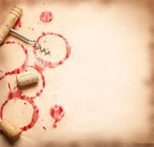 Koła wina z butelki na stary papier — Zdjęcie stockowe