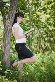 Chica con lentes y un libro — Foto de Stock